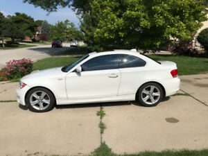 2012 BMW 128i | SUNROOF | HEATED STEERING WHEEL AND SEATS