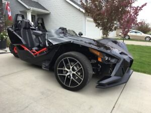 2016 POLARIS SLINGSHOT SL WITH ONLY 460 KMS IT'S LIKE NEW !!