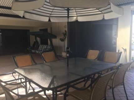 Outdoor Glass & Table 10 Wicker chairs + Umbrella