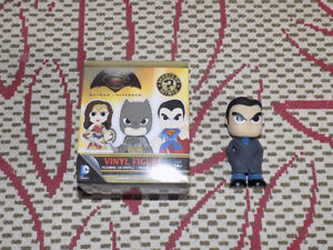 FUNKO, BRUCE WAYNE, MYSTERY MINIS, BATMAN VS. SUPERMAN, FIGURE