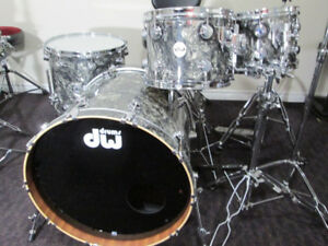 1 yr. old DW Collectors Series Drum kit. 10,12,16,22. Mint Shape