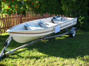 14 ft aluminum boat w roadrunner trailer