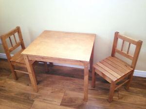Table d'enfants et chaises -pupitre - rangement - idéal garderie