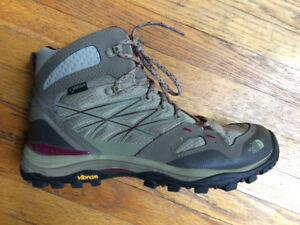 Women's North Face lightweight hiking shoes - Like new!