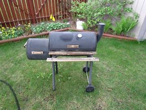 Charcoal BBQ w. smoker by CharBroil
