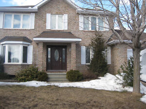 Furnished Queen SizeBedroom WALK to Aylmer STO BusStation $600/m