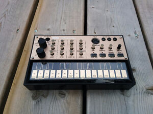 Korg Volca Keys - Touchplate Synthesizer w/ Sequencer