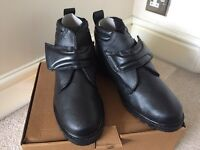 MENS FUR LINED BOOTS SIZE 9 BRAND NEW