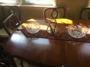 FRENCH PROVINCIAL DINING TABLE AND 6 CHAIRS
