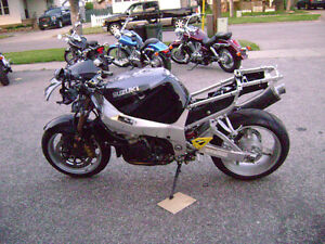 Parting Out 2001 GSXR 1000 GSXR1000 01 02 Frame For Sale Sarnia Sarnia Area image 4