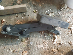 Sailboat motor lift jack plate