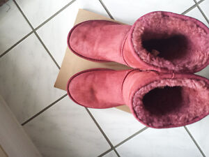 Pink  UGG * Excellent condition size 9 woman's