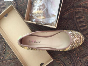 REDUCED!New women's shoes size 8.5-9