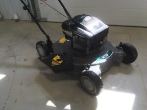 "22"" Lawn Mower w/Briggs & Stratton Engine"