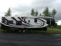 Luxury Fifth Wheel,4 slides Big Horn,Hardly Used,non smokers