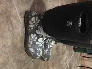Size 4 girls rubber boots
