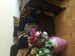 All for $29 Decor lots of flowers , vase ,three Decorative Pillo Kitchener / Waterloo Kitchener Area image 4