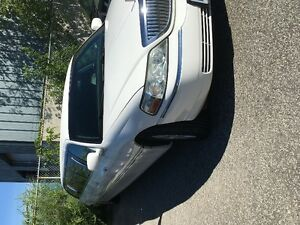 2007 White Lincoln Limousine with Bridal Door 8 Passenger