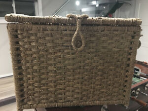 Wicker Storage Chest with hinges