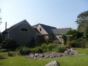 17-093 Charming  Home Overlooking the Ocean! 30 min to Halifax