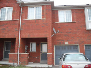 BRIGHT SPACIOUS 3 Bedrooms HOUSE for rent in AURORA