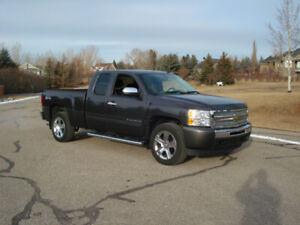 Chev, Silverado, 4x4, NEW  tires+rims, no accidents, LOW km's