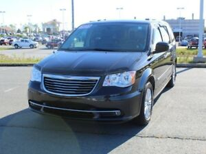 2015 CHRYSLER TOWN & COUNTRY Touring Fully Loaded!