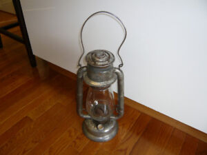 Antigue Kerosene Lantern