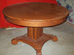 Antique Round Oak table and 6 chairs