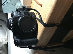 Canon 70D with 32 GB memory card and 18-55mm lens