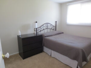 Bedroom for rent in townhouse between Blair and Aviation Parkway