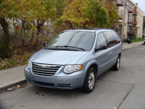 2005 Chrysler Town & Country Touring Stow & Go 136 000 KM