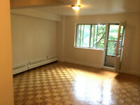 Aug 1, LEASE TRANSFER BIG BRIGHT 1 1/2 SHERBROOKE WEST