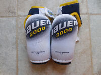 Bauer elbow pads size junior small