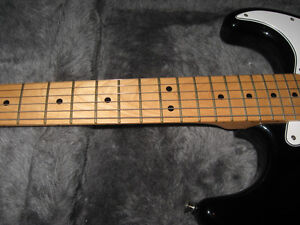 70's Re-issue Stratocaster with Hardshell Case Peterborough Peterborough Area image 2