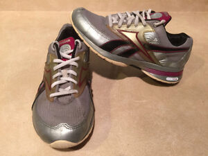 Women's Reebok Easy Tone Smooth Fit Shoes Size 6.5 London Ontario image 7