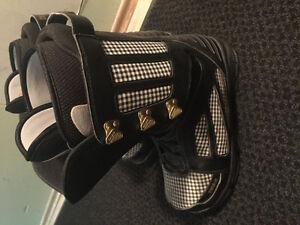 Thirtytwo size 9 snowboard boots
