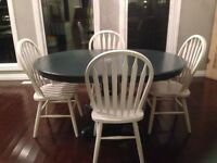 SHABBY CHIC DINING TABLE WITH 4 CHAIRS!!