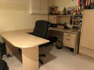 SELLING OFFICE DESK IN GREAT CONDITION