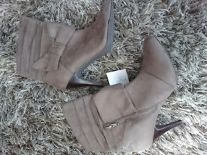 NWT Size 6 Booties