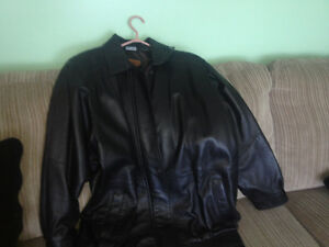 Selling a men's new leather coat