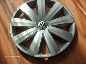 One 16 inch 2011-2013 VW Passat and other Hubcap