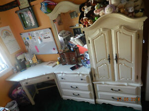 Girls' bedroom set / Set de chambre pour fillette