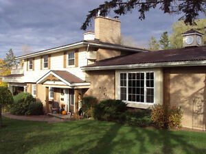 FANTASTIC VALUE BEAUTIFUL FAMILY HOME GROUND LEVEL IN-LAW SUITE