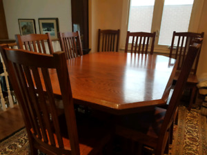 Amish furniture oak table with 4 leaves and 12 chairs