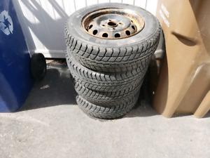 pneus d'hiver 13pouces avec rimes