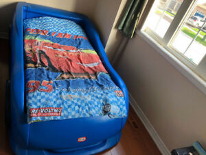 ONE TWIN SIZE CAR BED FOR KIDS