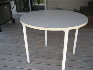 REDUCED PRICE  white table and 2 chairs Gatineau Ottawa / Gatineau Area image 2