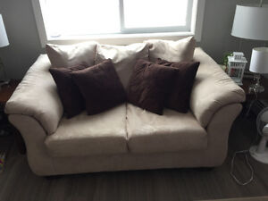 New suede love seat + 4 pillows for sale