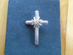 pendentif croix  / chaine en argent 925 avec pendentif  sandale
